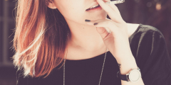 Только каждый третий курильщик в России не курит в общественных местах
