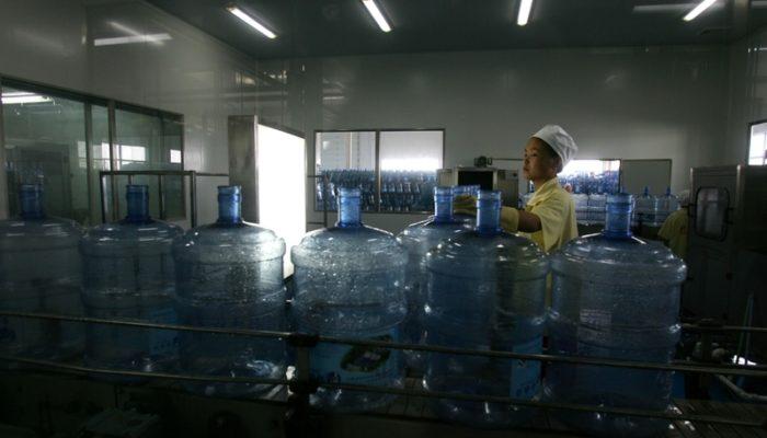 В Пекине обнаружили бутилированную воду с повышенным содержанием бактерий