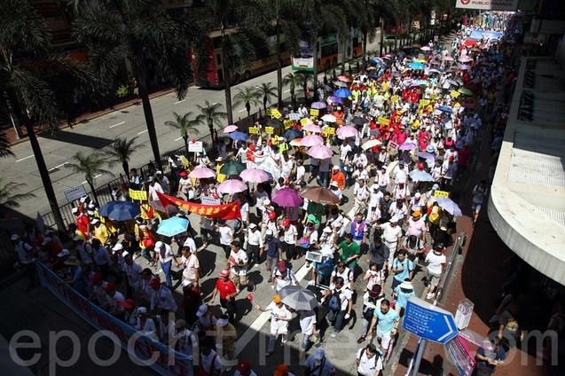 Шествие прокоммунистических организаций в Гонконге. Август 2014 года. Фото: The Epoch Times