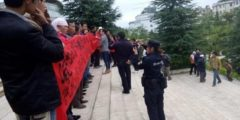 Пострадавшие от землетрясения в Китае требуют справедливо распределять помощь