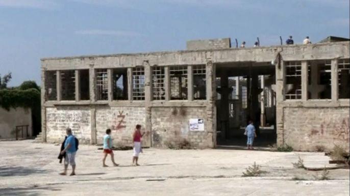В Хорватии бывший лагерь для политзаключенных превращается в туристический курорт. Скриншот видео.