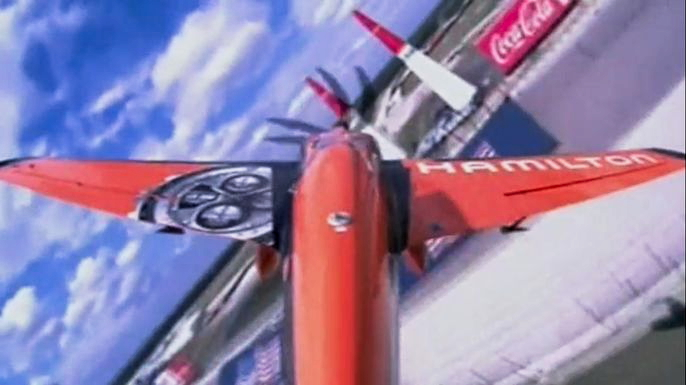 Победителем Red Bull Air Race в Техасе стал француз Николя Иванофф. Скриншот видео.