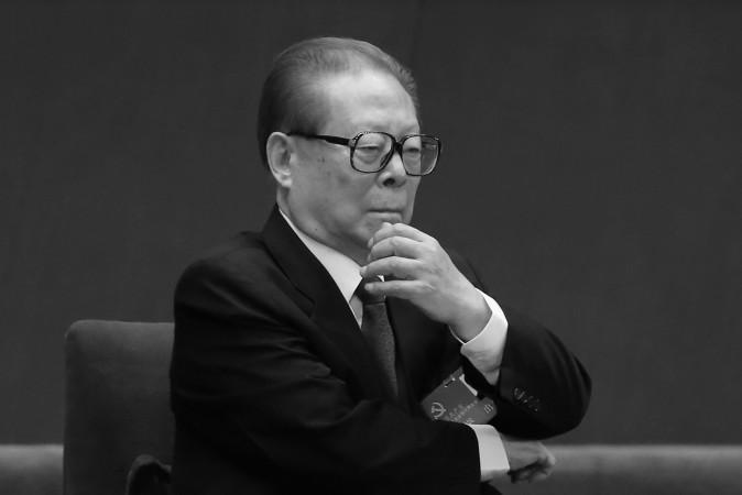 Бывший китайский лидер Цзян Цзэминь на первом заседании XVIII съезда КПК в Большом зале народных собраний 8 ноября 2012 года в Пекине. Интернет наполнен слухами, что Цзян может быть арестован. Фото: Feng Li/Getty Images