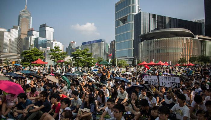 Тысячи студентов Гонконга бойкотируют занятия, требуя демократии