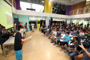 Ученики средних школ обсудили политические реформы на встрече, организованной студентом-активистом из Альянса студентов (Scholarism). Фото: Poon Zaishu/Epoch Times