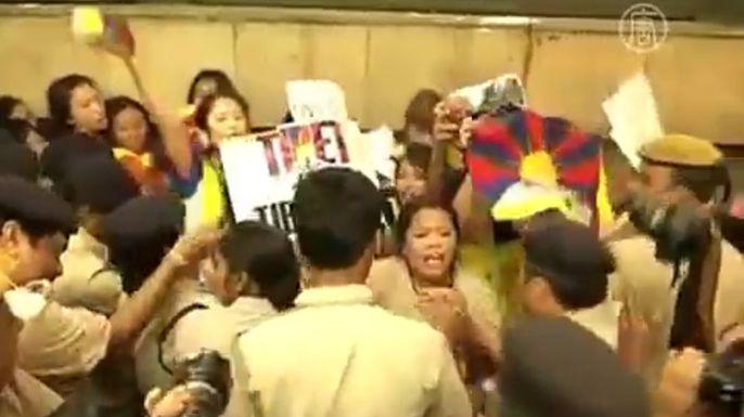 В Индии главу Китая встретили демонстрацией. Скриншот видео.