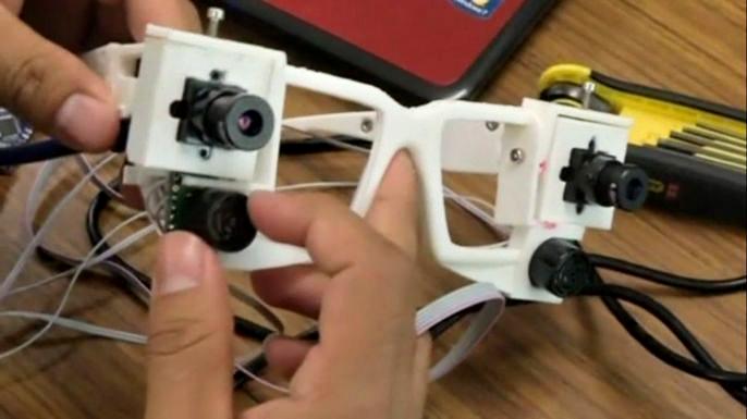 В Мексике создали говорящие очки для слепых. Скриншот видео.