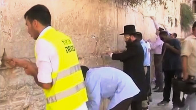 В Израиле Стену Плача готовят к празднику. Скриншот видео.