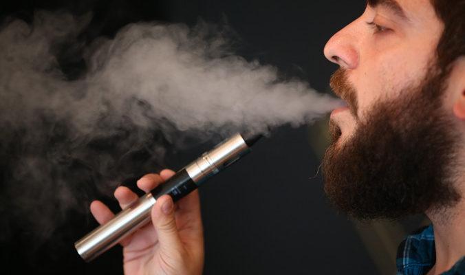 Люди, курящие электронные сигареты, получают огромные дозы никотина