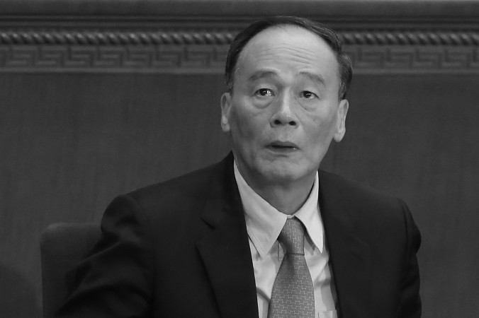 Член Постоянного комитета Политбюро ЦК КПК Ван Цишань на открытии сессии Всекитайского собрания народных представителей в Большом зале народных собраний в Пекине 5 марта 2014 года. Фото: Feng Li/Getty Images