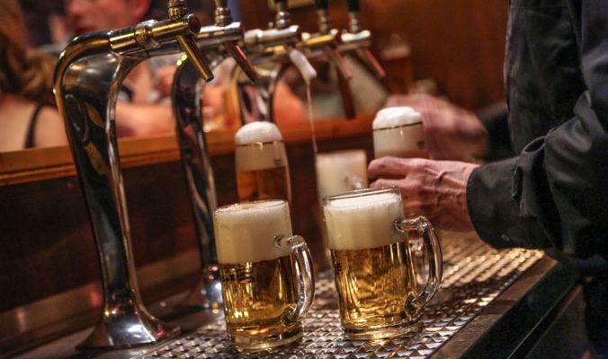 Учёные: потребление алкоголя снизилось из-за подорожания сигарет
