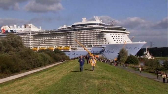 Третий по величине круизный лайнер в мире сошел с верфи в Германии. Скриншот видео.