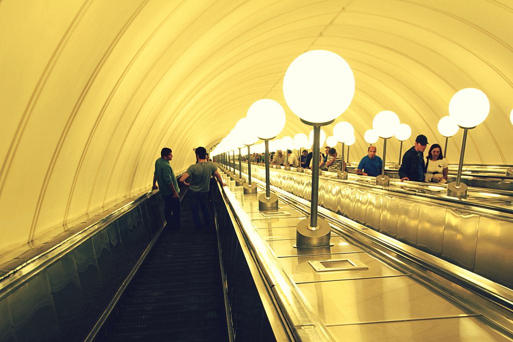 Пристаёт в метро 25 фотография