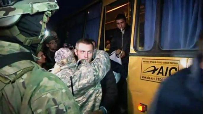 56 человек освобождены в результате обмены пленными между Киевом и сепаратистами. Скриншот видео.