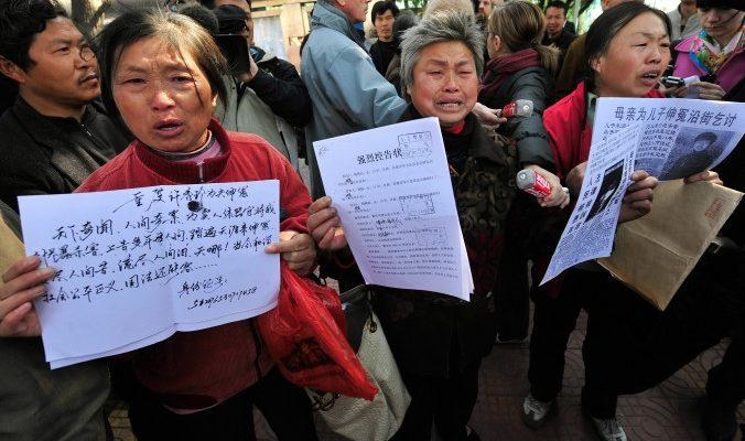 Петиционеры в Китае ворвались в «чёрную тюрьму» и освободили друга