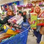 Ученые определили, какие покупки делают человека счастливым. Фото: Tom Pennington/Getty Images