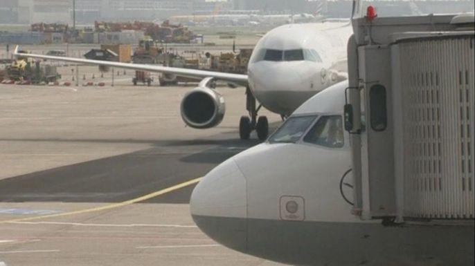 В Германии отменено более 200 рейсов из-за забастовки пилотов Lufthansa. Скриншот видео.