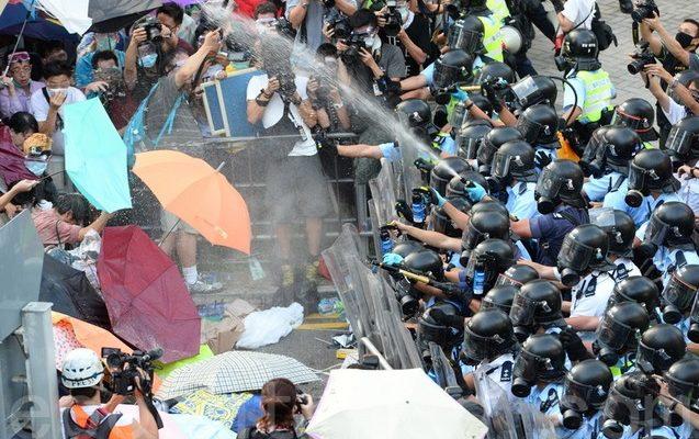 Протестующие Гонконга выступают против власти компартии