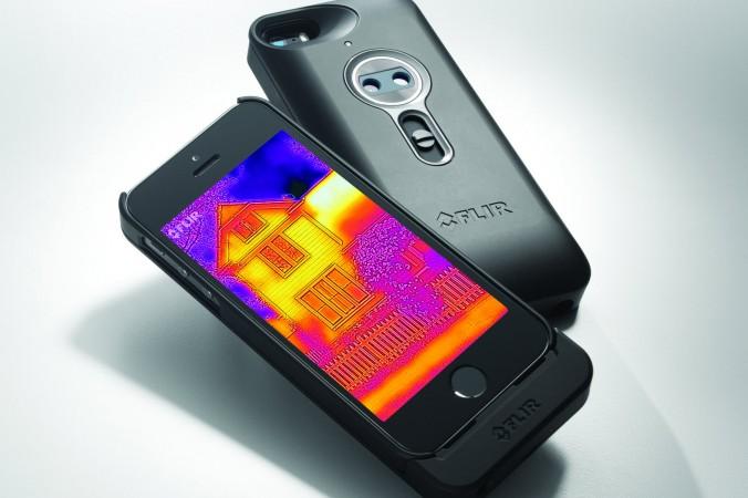 Устройство Flir One превращает смартфон в тепловизионный прибор. Фото: Flir