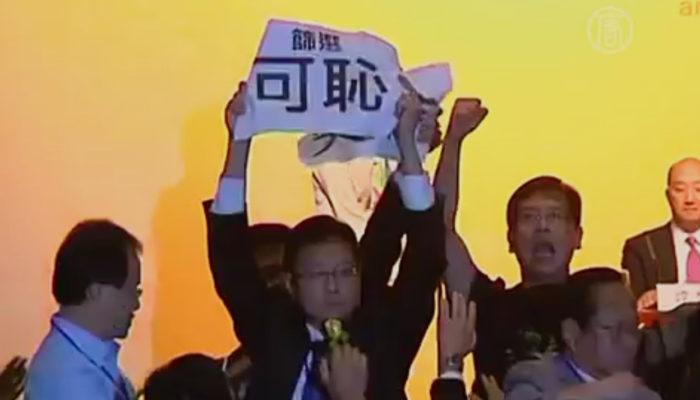Активисты Гонконга прервали выступление пекинского чиновника по вопросу выборов (видео)