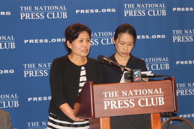 Гэн Хэ (слева) выступает в Национальном пресс-клубе, Вашингтон, 9 сентября 2014 года. Она призвала правительство США помочь её мужу, известному китайскому адвокату Гао Чжишэну. Фото: Tiffany Wu/Epoch Times