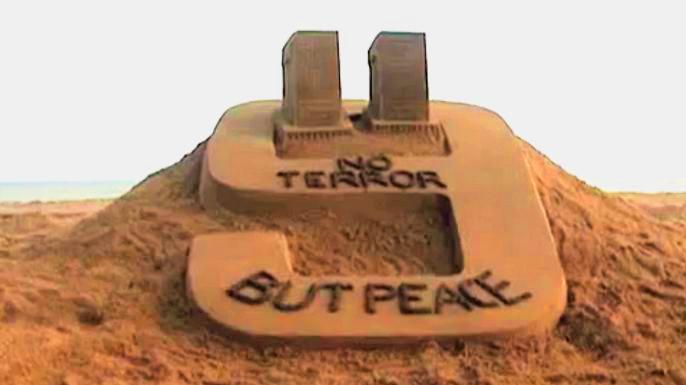 В Индии появилась пятитонная песочная скульптура «Никакого террора – только мир!»