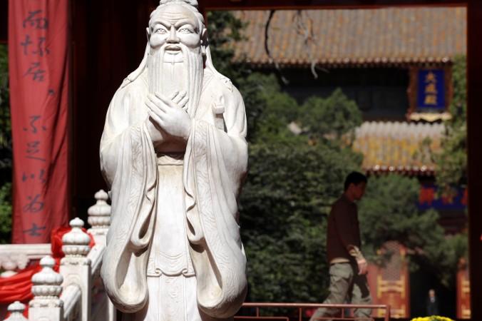 Статуя в Храме Конфуция в Пекине, 28 сентября 2010 года. 10 сентября в Китае был День учителя. Фото: Liu Jin/AFP/Getty Images