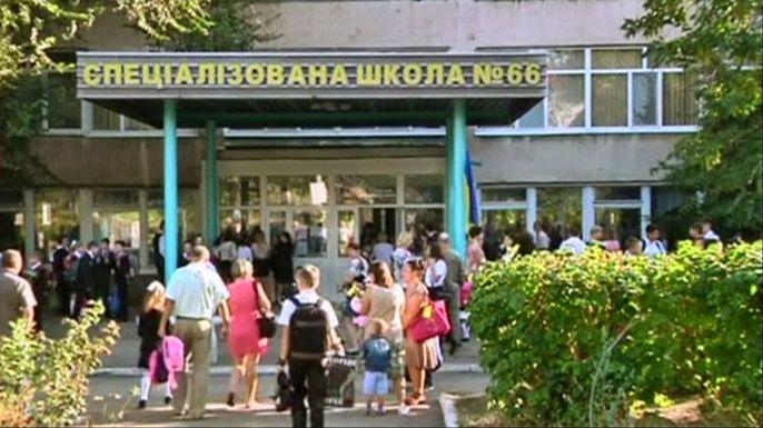 В Славянске и Мариуполе начался новый учебный год. Скриншот видео.