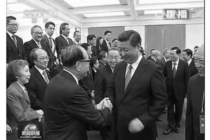 22 сентября Си Цзиньпин встретился с делегацией гонконгских бизнесменов. Во время встречи Си продемонстрировать более умеренный тон по сравнению с другими политиками в Пекине.  Фото: Screenshot via CCTV