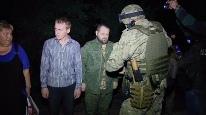 Киев и сепаратисты обменяли по 37 пленных с каждой стороны. Скриншот видео.