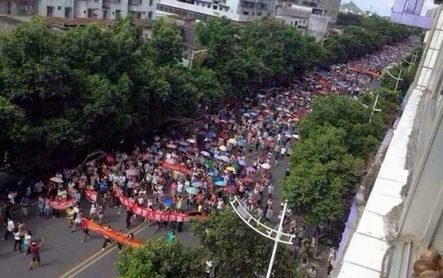 В Китае проходит многотысячный протест против мусоросжигательного завода