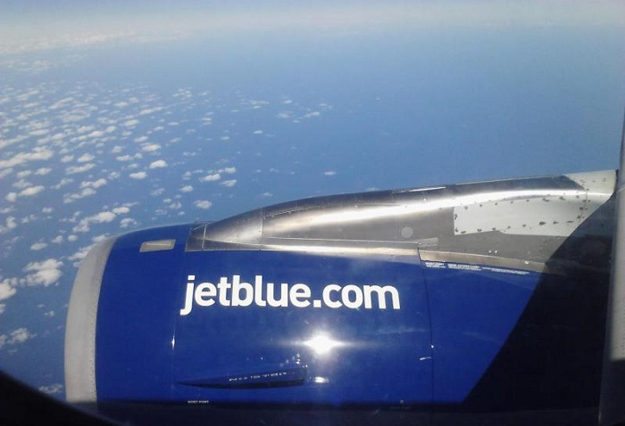 Двигатель самолёта компании JetBlue. Фото с сайта ntd.tv