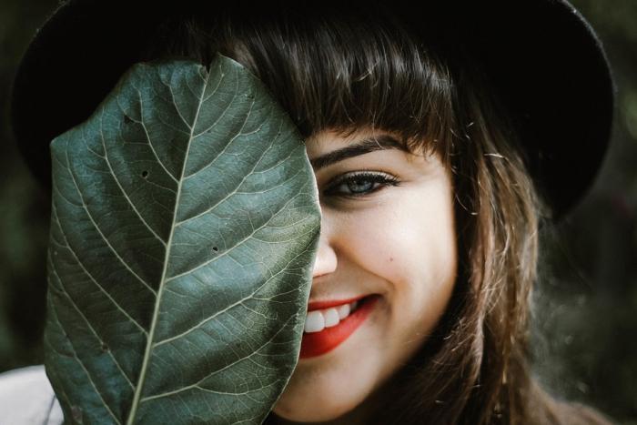 Как отвлечь внимание от большого носа с помощью причёски