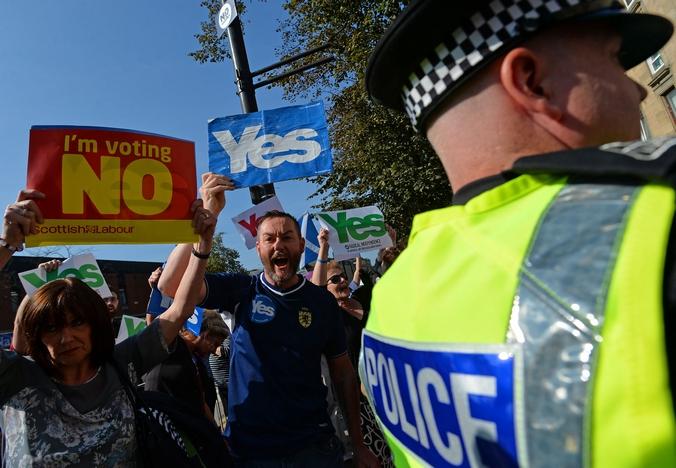 Сторонники и противники референдума в Шотландии, Глазко, Шотландия, 10 сентября, 2014 год. Фото: Mark Runnacles/Getty Images