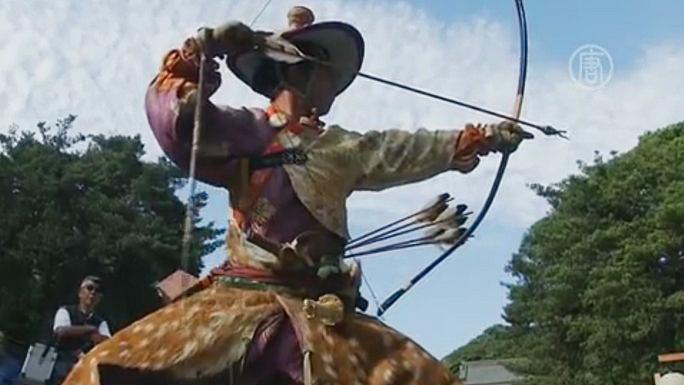 Древний самурайский ритуал воинов-лучников проводится в японском городе Камакура