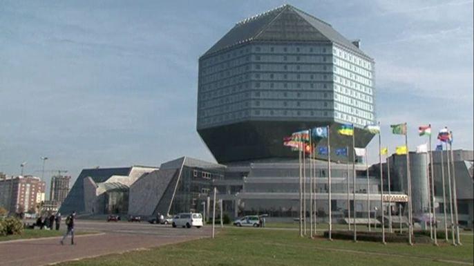 В пятницу в Минске проходит саммит глав стран СНГ, в котором впервые не примет участие украинский президент Петр Порошенко. Скриншот видео.