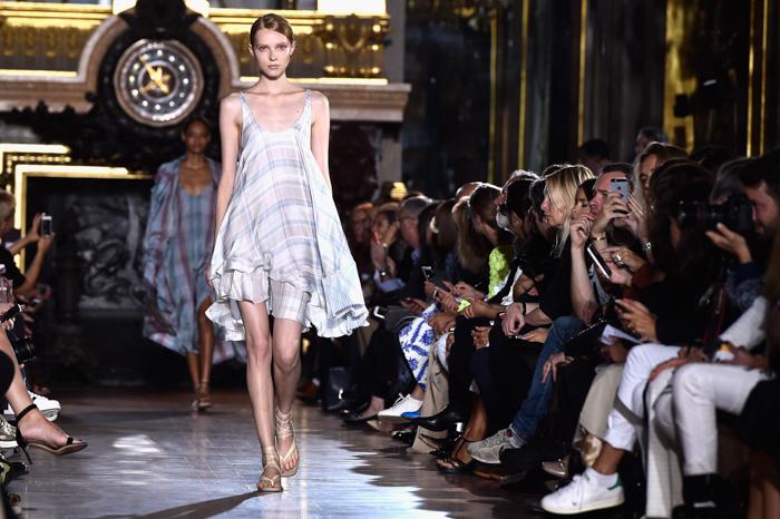 Stella McCartney : Runway - Paris Fashion Week Womenswear Spring/Summer 2015