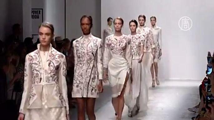 Неделя моды в Париже: экзотика от Рахула Мишры. Скриншот видео.