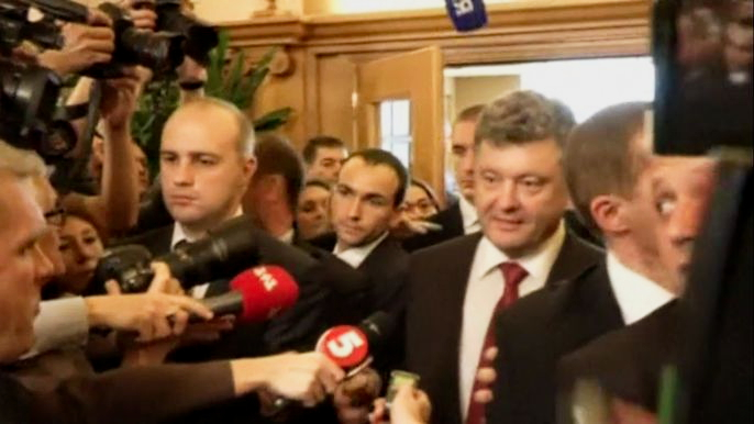 """Переговоры президентов России и Украины на полях саммита """"Азия-Европа"""" в Милане завершились сдержанным прогрессом в решении газового вопроса. Скриншот видео."""