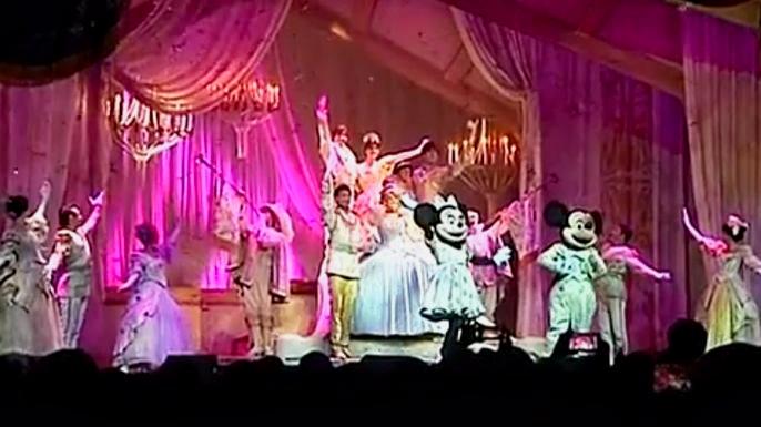 Шоу Уолта Диснея впервые посетило Мьянму. Скриншот видео.