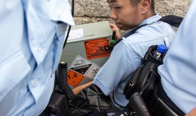 Гонконгская полиция запаслась спецсредствами