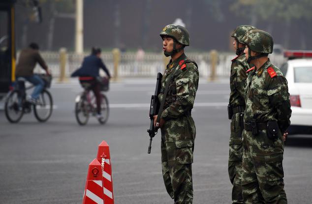 Что дальше: верховенство закона, или насилие? Пекин, 20 октября 2014 года. Фото: AFP/Getty Images/Greg Baker