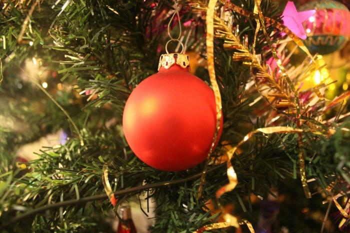 новогодняя елка, мишура, новогодняя игрушка