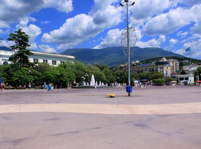 Ялта расположена как бы в чаше, образуемой голубыми горами. Фото: Ирина Рудская/Великая Эпоха (The Epoch Times)