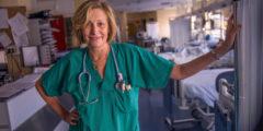 Пациенты охотнее верят женщинам-врачам