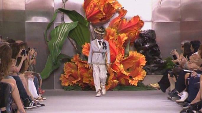 Уволенный со скандалом модельер Джон Гальяно нашёл новую работу