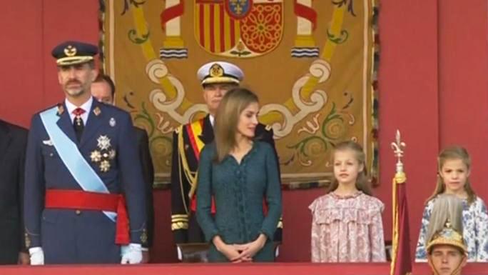 Король Филипп VI впервые принял военный парад в честь Дня Испании