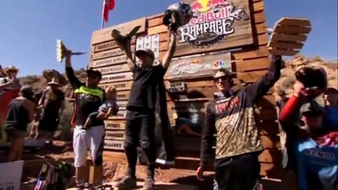 Двадцать любителей экстремального катания из 11 разных стран собрались в понедельник в американском штате Юта, чтобы принять участие в финале одного из самых захватывающих соревнований в мире - Red Bull Rampage. Скриншот видео.