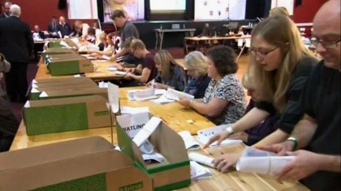 Партия независимости Соединенного Королевства, выступающая за выход Великобритании из Евросоюза и ужесточение миграционных законов, впервые получила место в британском парламенте. Скриншот видео.