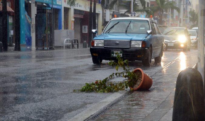 Из-за тайфуна «Фанфон» были эвакуированы 150 тысяч жителей Японии